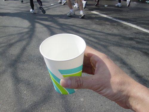 給水の紙コップ